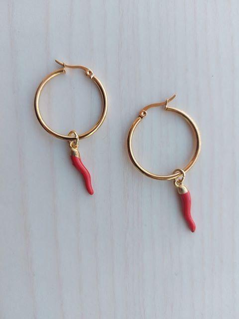 creatività orecchini rosso porta fortuna