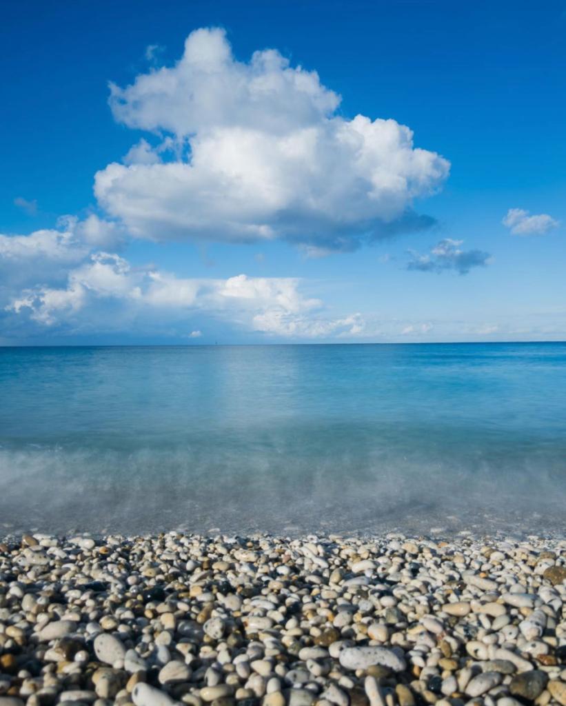 indarsena spiaggia rocciosa