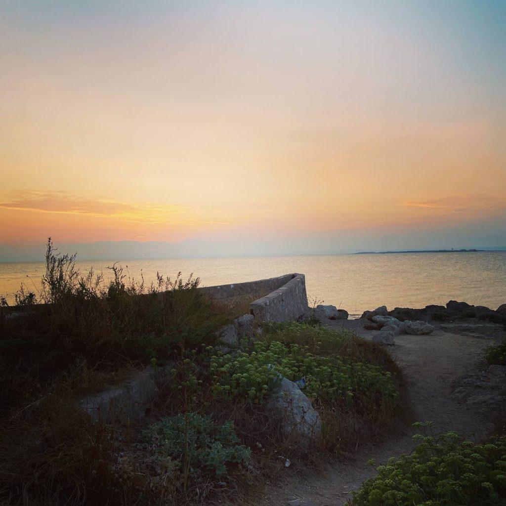 puglia vista di taranto al tramonto